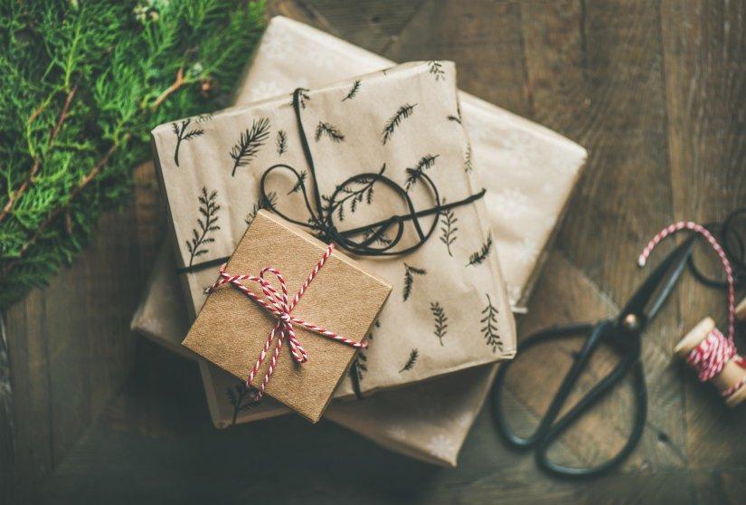 Des cadeaux Cuir et Minéraux via la boutique.